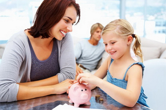 Tiết kiệm tích lũy cho con gửi tiền ngân hàng hay bảo hiểm nhân thọ